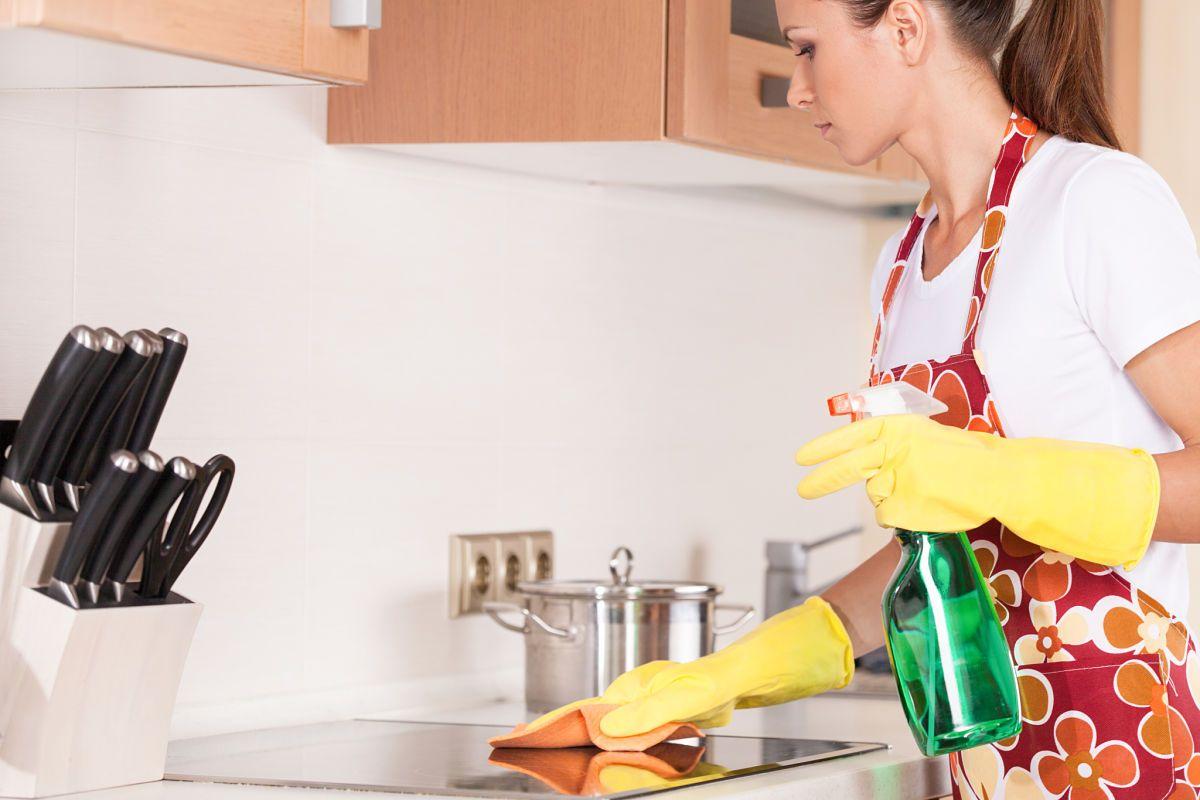5 trucos de limpieza para dejar tu cocina reluciente for Lavado de manos en la cocina